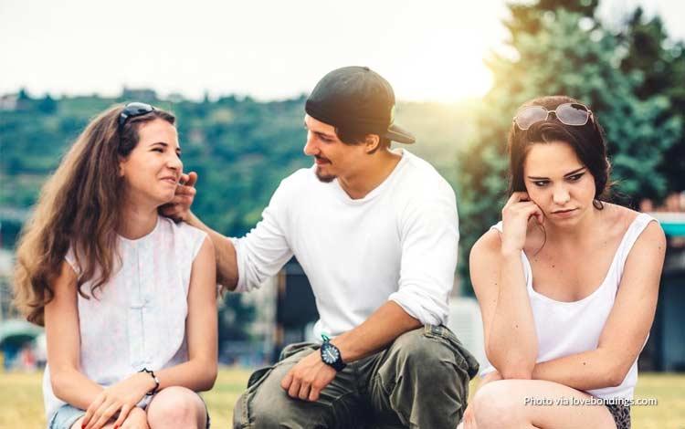 Solusi Apabila Sahabat Naksir Cowok Yang Kita Suka