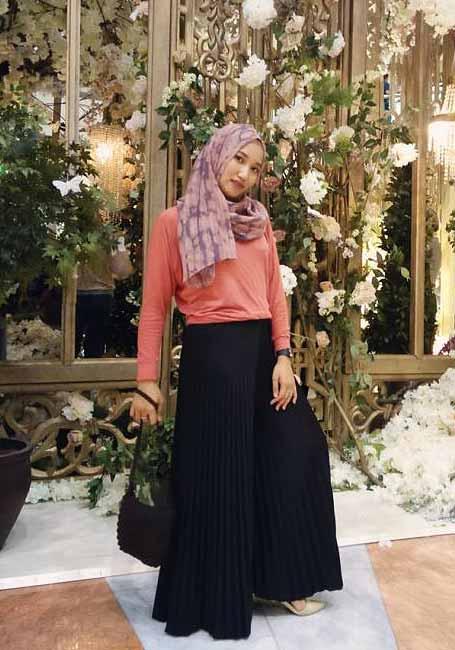padu padan hijab dan rok hitam