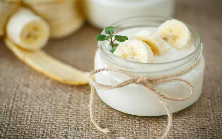 masker wajah alami dengan pisang dan yogurt