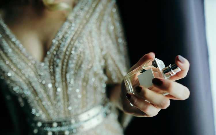 Rekomendasi Parfum Wanita Terbaik dan Tahan Lama