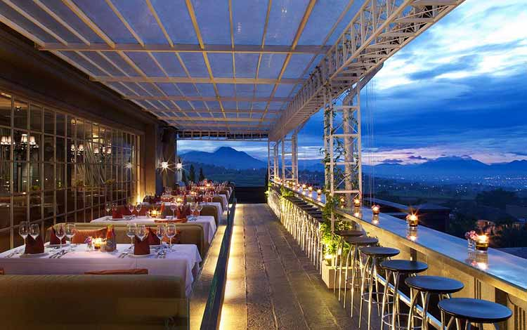 Tempat romantis di Bandung - Belle Vue Rooftop Garden Cafe at GH Universal Hotel