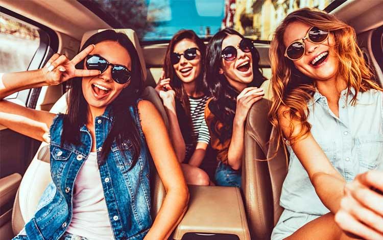 Tips move on dari mantan - jangan menyendiri dan perbanyak waktu bersama teman