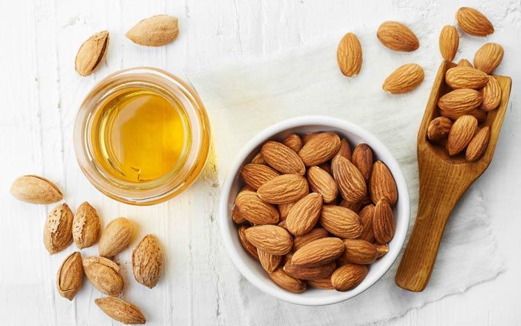 Cara alami dan aman menghilangkan Stretch Mark menggunakan minyak almond