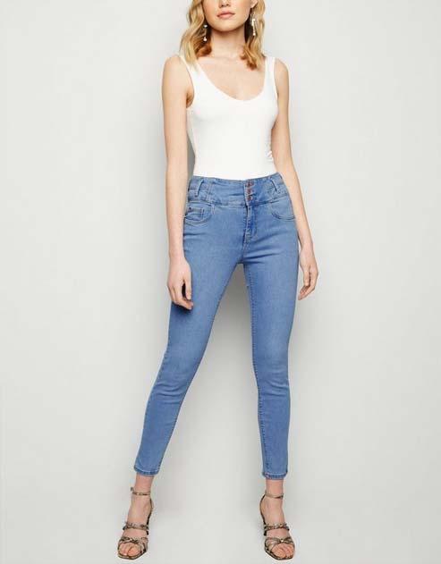 Tips fashion wanita kurus - Gunakan celana jeans dengan style low waist