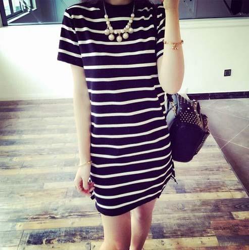 Tips fashion wanita kurus - Gunakan outfit bermotif garis horizontal