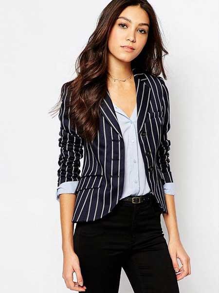 Inspirasi blazer wanita - striped blazer