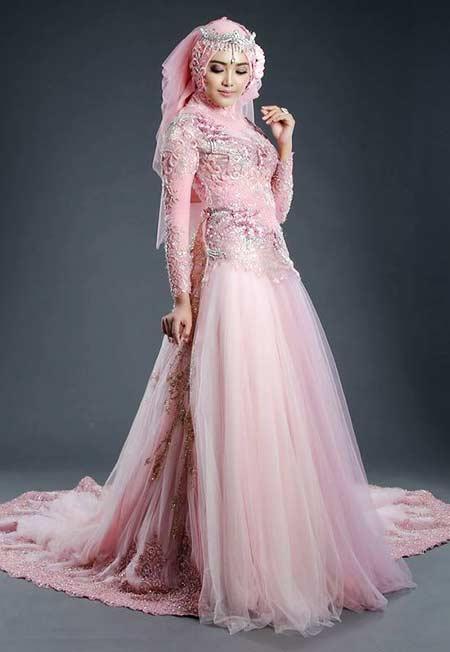 Gaun pengantin muslimah dengan ornamen payet
