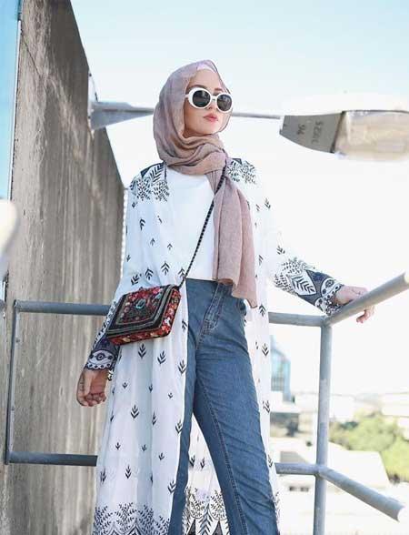 OOTD hijab dengan long kimono outer dan celana jeans