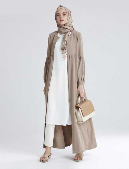 OOTD hijab dengan long blouse, celana putih dan longline outer