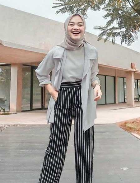 OOTD hijab dengan celana stripes dan outer