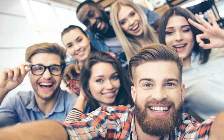 Tips pacaran yang baik - Tetap memprioritaskan persahabatan
