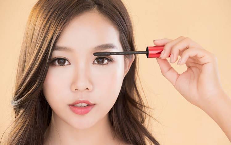 11 Tips Memakai Maskara Agar Bulu Mata Terlihat Lentik
