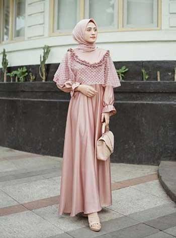 Style kondangan hijab dengan cape dress