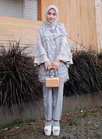 Style kondangan hijab dengan celana skinny