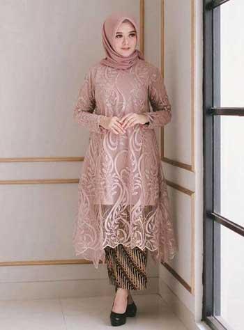 Style kondangan hijab dengan kebaya