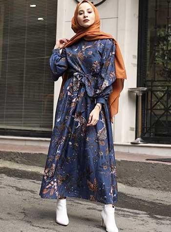 Style kondangan hijab dengan dress batik