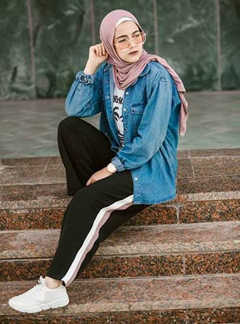 Mix and match jaket jeans hijab
