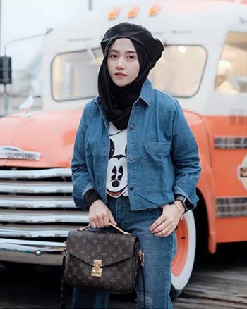 ootd hijab mix and match jaket denim wanita