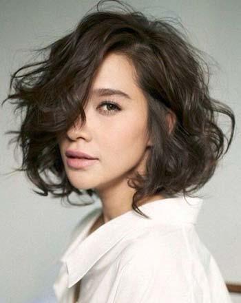 Model potongan rambut short wavy bob