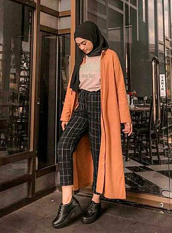 Style hijab casual dengan longline outer