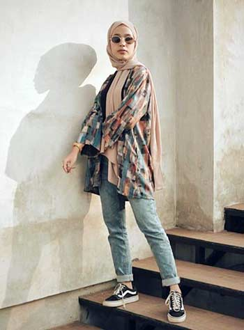 Style hijab casual dengan kimono outer