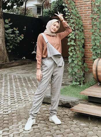 Style hijab casual dengan jumpsuit