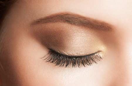 Tips make up natural - gunakan eye shadow warna netral