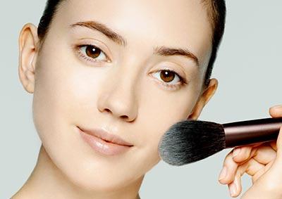 Tips make up wisuda - aplikasikan loose powder