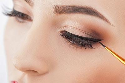 Tips make up wisuda - Gunakan eyeliner