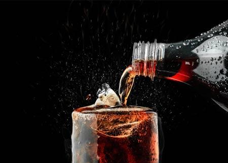 Kesalahan saat diet yaitu minum minuman bergula secara berlebihan