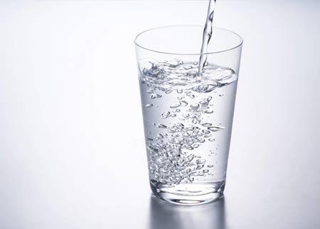Kesalahan saat diet yaitu tidak minum cukup air