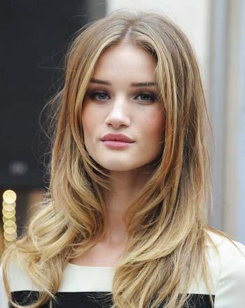 model potongan rambut wanita layer panjang