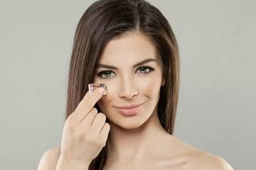 Tips menghilangkan kantong mata secara alami dengan es batu