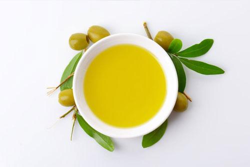 Tips menghilangkan kantong mata secara alami dengan minyak zaitun