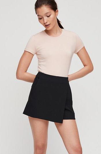 Celana pendek rok