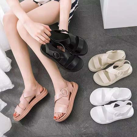 Sandal jelly kasual dengan belt strap