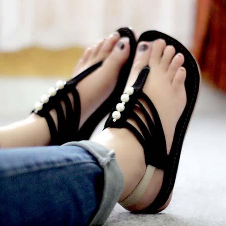 Sandal jepit flat wanita dengan tali belakang