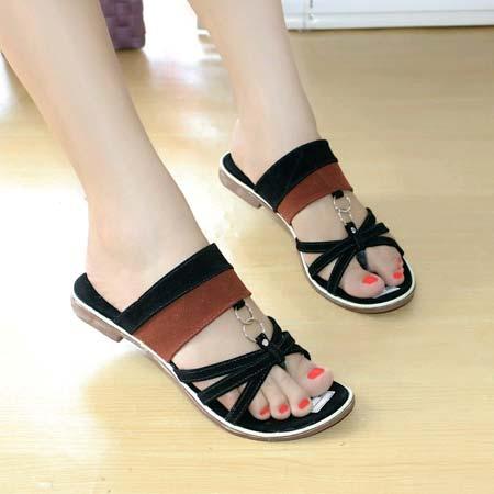 Sandal jepit wanita