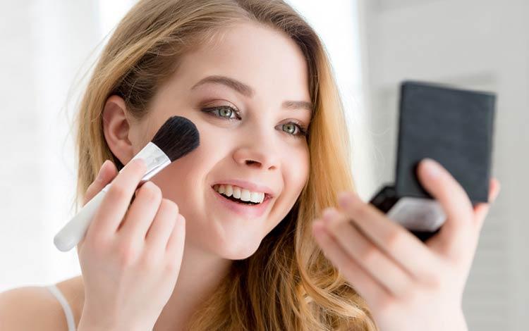 15 Bedak Padat Bagus Untuk Menyempurnakan Make Up Kamu