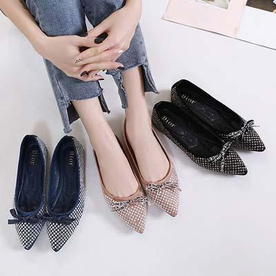 Flat shoes wanita dengan motif swarovsky
