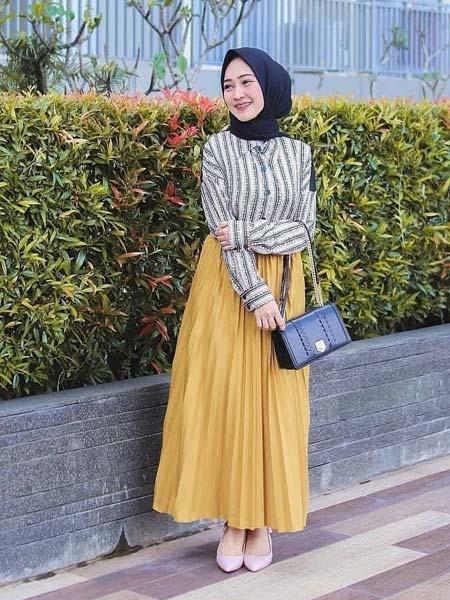 ootd rok plisket hijab