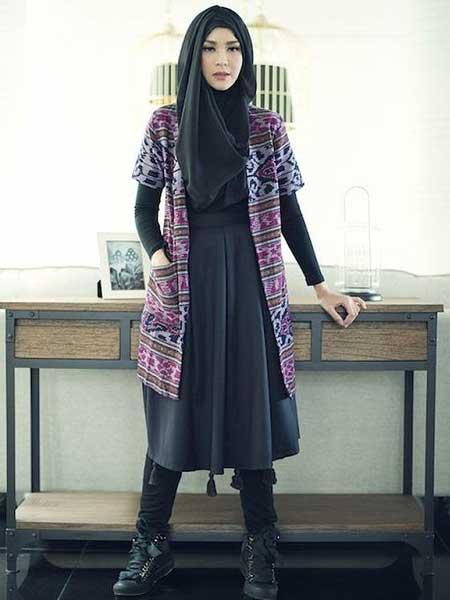 "Hijab batik luar ""width ="" 450 ""height ="" 600"