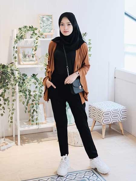 "Cardigan hijab luar ""width ="" 450 ""height ="" 600"