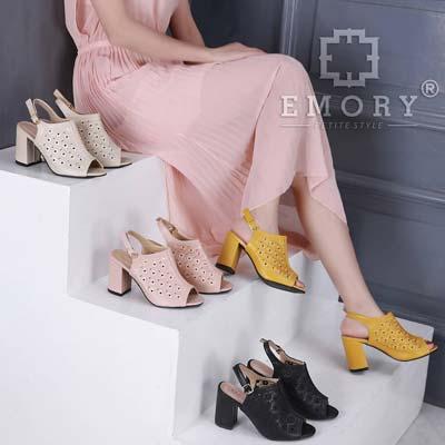 Peep toe heels dengan ankle strap