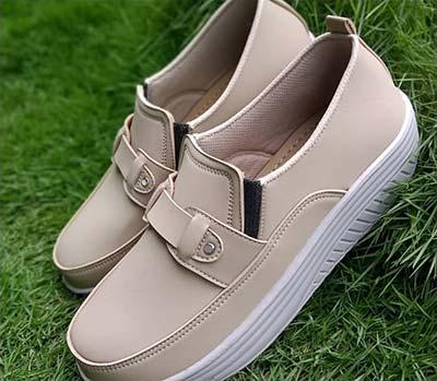 Sepatu slip on wanita