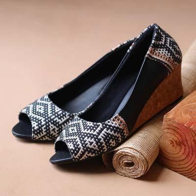 Sepatu wanita terbaru