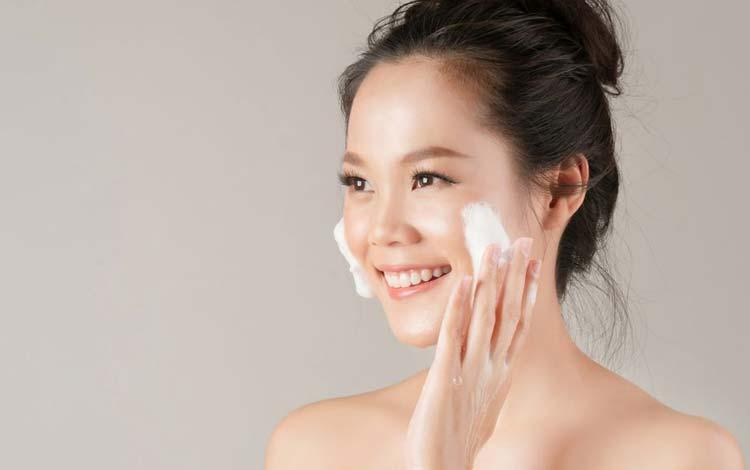 Facial wash untuk kulit kering