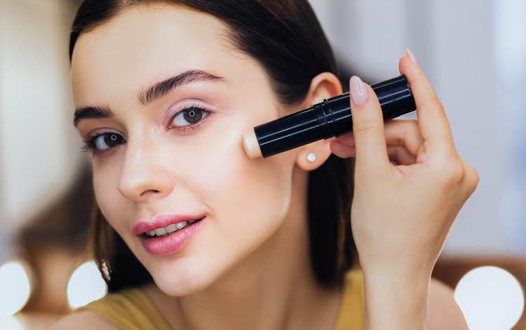 Rekomendasi Merek Concealer Yang Bagus Untuk Menutupi Ketidaksempurnaan Wajahmu