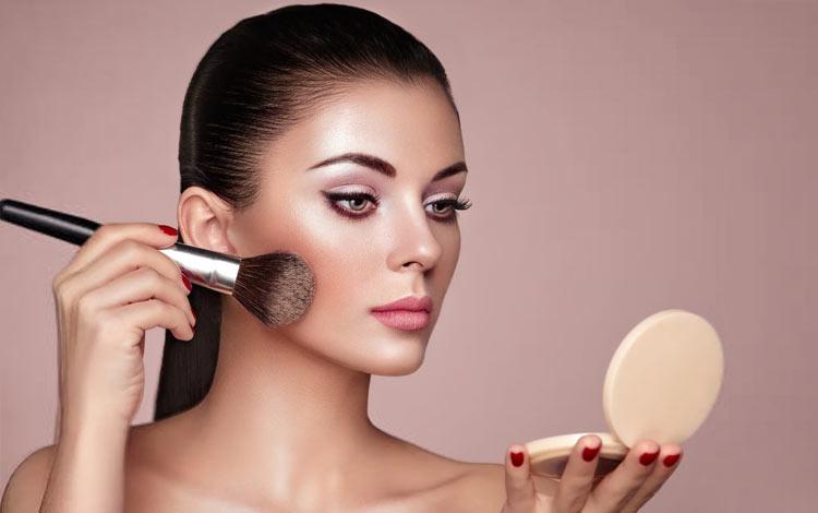15 Merek Highlighter Terbaik Agar Makeup Terlihat Glowing dan Fresh