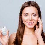 15 Rekomendasi Skincare Penghilang Flek Hitam Terbaik